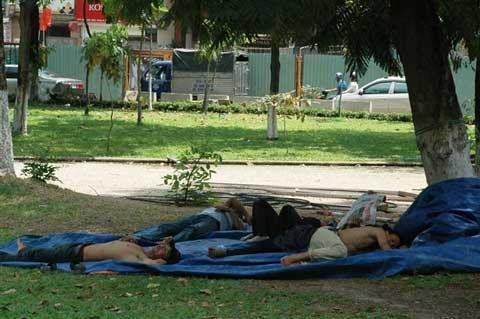 Mưu sinh giữa nắng nóng Sài Gòn - 9