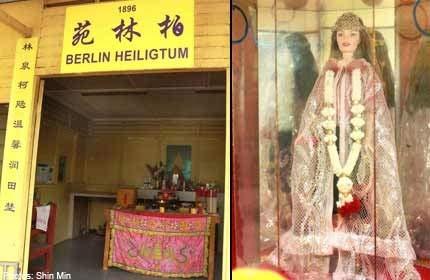 Singapore: Đền trăm tuổi thờ búp bê Barbie - 1