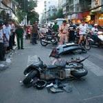 """Tin tức trong ngày - TPHCM: Ô tô """"điên"""" gây tai nạn liên hoàn"""