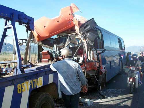 """Tai nạn giao thông tăng: Cần """"tự xử""""! - 1"""