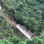 Tin tức trong ngày - Xe khách rơi xuống vực sâu: 2 người chết