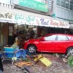 """Tin tức trong ngày - Xe """"điên"""" tông nhà dân, 1 người bị thương nặng"""