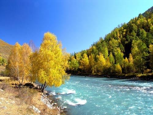 Vẻ đẹp thanh bình ven hồ Kanas, Trung Quốc - 6