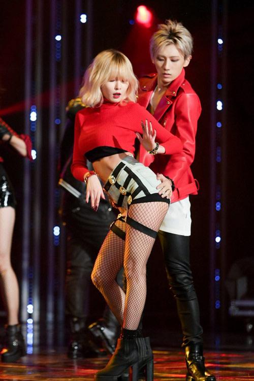 Mặc hở, nhảy gợi dục lan tràn showbiz Hàn! - 1