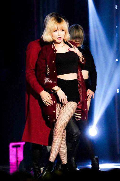 Mặc hở, nhảy gợi dục lan tràn showbiz Hàn! - 7