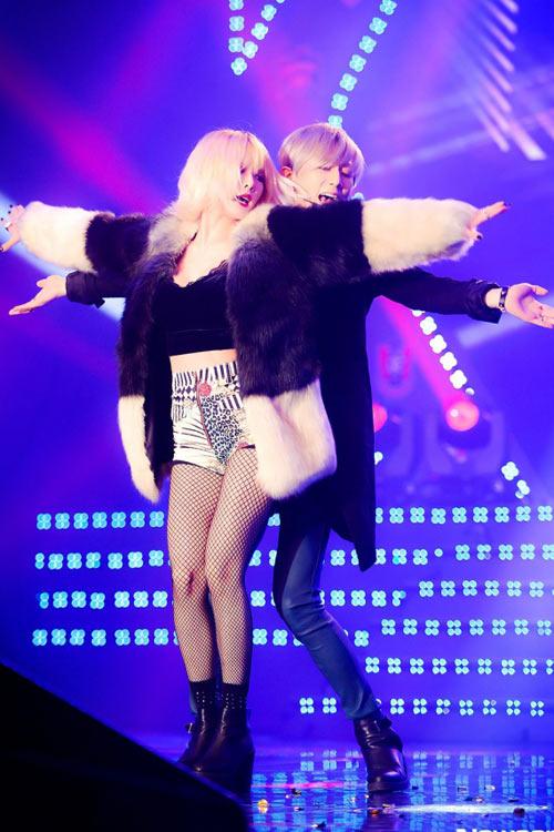 Mặc hở, nhảy gợi dục lan tràn showbiz Hàn! - 11