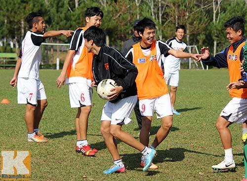 U19 Việt Nam cười tươi trước giờ xuống núi - 8