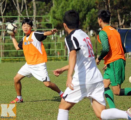 U19 Việt Nam cười tươi trước giờ xuống núi - 5