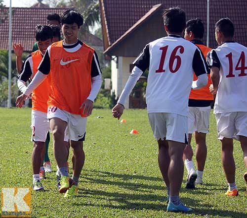 U19 Việt Nam cười tươi trước giờ xuống núi - 2