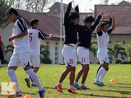 U19 Việt Nam cười tươi trước giờ xuống núi - 1