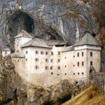 Du lịch - Lâu đài cổ bên hang động tuyệt đẹp ở Slovenia