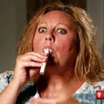 Phi thường - kỳ quặc - Người phụ nữ nghiện… uống sơn