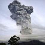 Tin tức trong ngày - Indonesia: Núi lửa phun trào 30 lần/ngày
