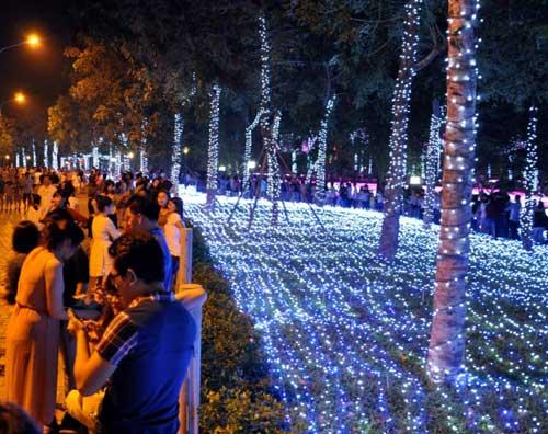Công viên Tân Phú lung linh với 500 nghìn đèn led - 1