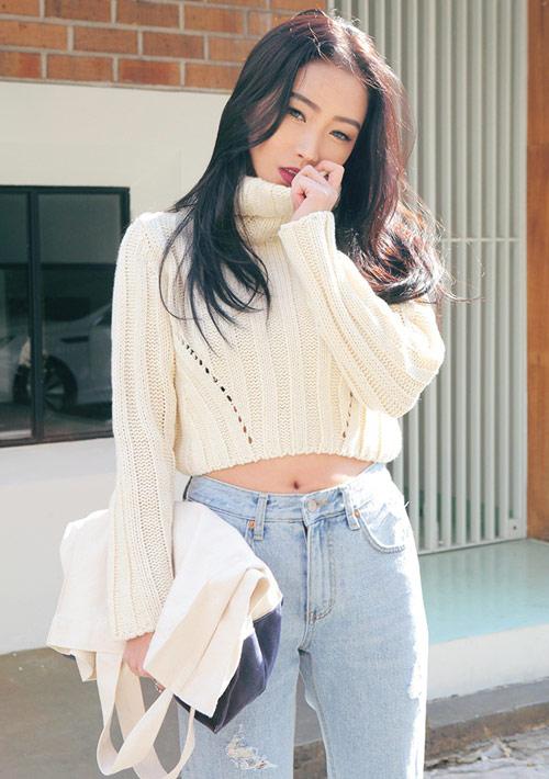 Cách diện áo len dáng ngắn thật cá tính - 11