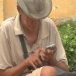 Tin tức trong ngày - Trục xuất ông già ăn xin xài… iPhone