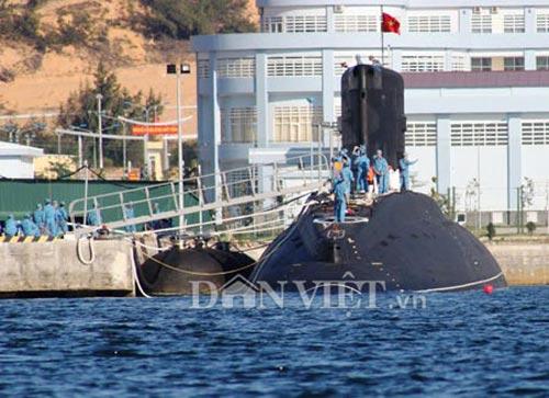 Tàu ngầm HN rời Cam Ranh, uy mãnh tiến ra biển Đông - 1