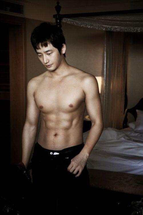 """""""Nghẹt thở"""" vì bụng 6 múi của mỹ nam Hàn - 9"""