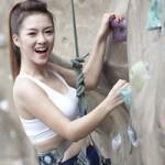 Ca nhạc - MTV - Đinh Hương khoe eo thon tập leo núi