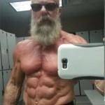 """Phi thường - kỳ quặc - Ông lão 62 tuổi khoe cơ bắp """"6 múi"""""""