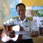 Bạn trẻ - Cuộc sống - Chuyện đảo trưởng trẻ giải cứu ngư dân