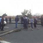 Tin tức trong ngày - Dân mang rào đinh chặn cao tốc Nội Bài - Lào Cai