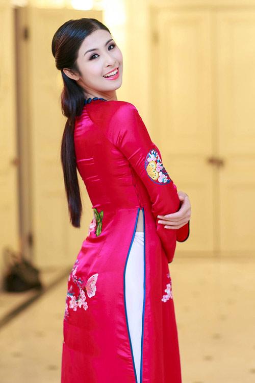 Ngọc Hân duyên dáng áo dài xuân - 9