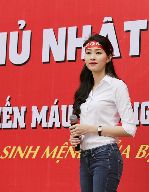 Hoa hậu Thu Thảo giản dị đi hiến máu - 6