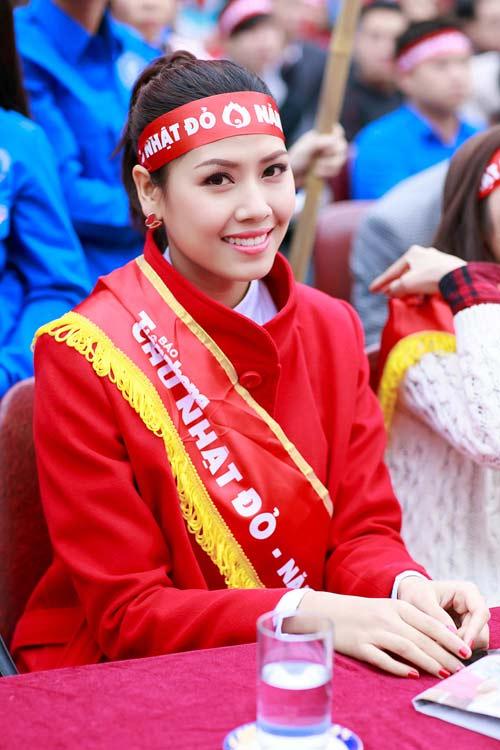 Hoa hậu Thu Thảo giản dị đi hiến máu - 15