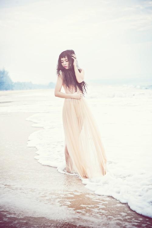 Đồng Lan bán nude trên biển - 4