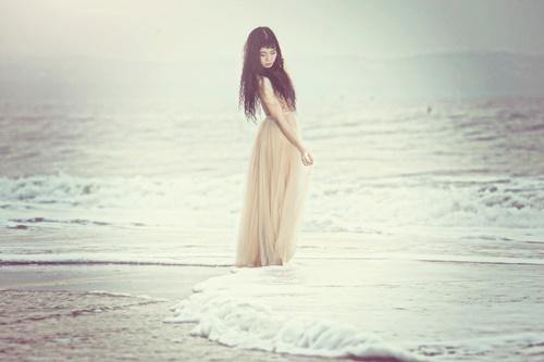 Đồng Lan bán nude trên biển - 5