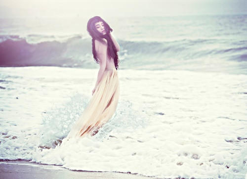 Đồng Lan bán nude trên biển - 8
