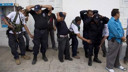 Mexico: Dân quân nổi dậy đánh băng đảng ma túy - 1