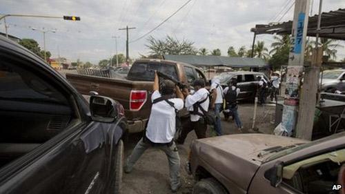 Mexico: Dân quân nổi dậy đánh băng đảng ma túy - 2