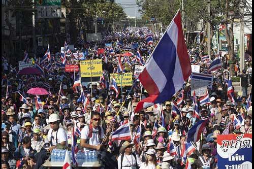 """Ảnh: Thủ đô Thái Lan hỗn loạn vì """"đóng cửa"""" - 10"""