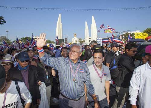 """Ảnh: Thủ đô Thái Lan hỗn loạn vì """"đóng cửa"""" - 5"""