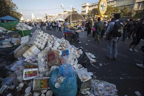 """Ảnh: Thủ đô Thái Lan hỗn loạn vì """"đóng cửa"""" - 8"""