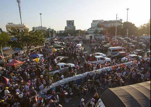 """Ảnh: Thủ đô Thái Lan hỗn loạn vì """"đóng cửa"""" - 4"""