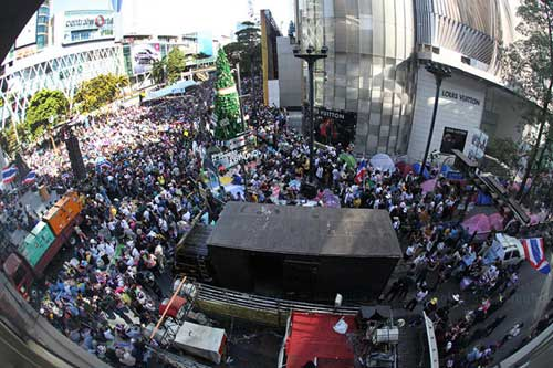 """Ảnh: Thủ đô Thái Lan hỗn loạn vì """"đóng cửa"""" - 6"""