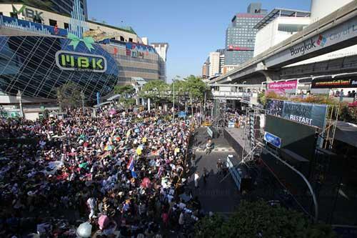 """Ảnh: Thủ đô Thái Lan hỗn loạn vì """"đóng cửa"""" - 7"""