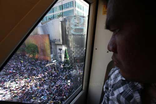 """Ảnh: Thủ đô Thái Lan hỗn loạn vì """"đóng cửa"""" - 2"""