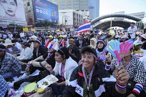 """Ảnh: Thủ đô Thái Lan hỗn loạn vì """"đóng cửa"""" - 9"""