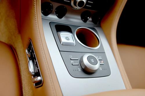 "Aston Martin Rapide ""nữ hoàng"" sedan - 6"