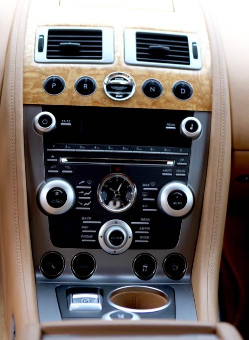 "Aston Martin Rapide ""nữ hoàng"" sedan - 5"