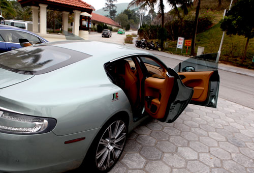 "Aston Martin Rapide ""nữ hoàng"" sedan - 7"
