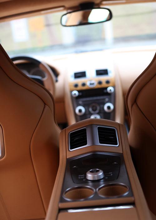 "Aston Martin Rapide ""nữ hoàng"" sedan - 10"