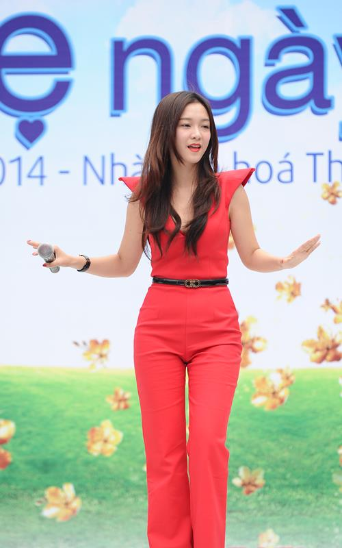 """Đinh Hương nổi bật với """"cây đỏ"""" - 3"""