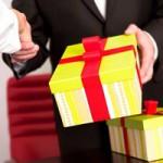 Tin tức trong ngày - Cấm quà tết: Nên bêu tên quan chức nhận quà