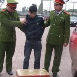 An ninh Xã hội - Bắt đối tượng vận chuyển 14kg pháo lậu