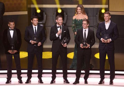 Ronaldo đoạt QBV FIFA 2013 - 5